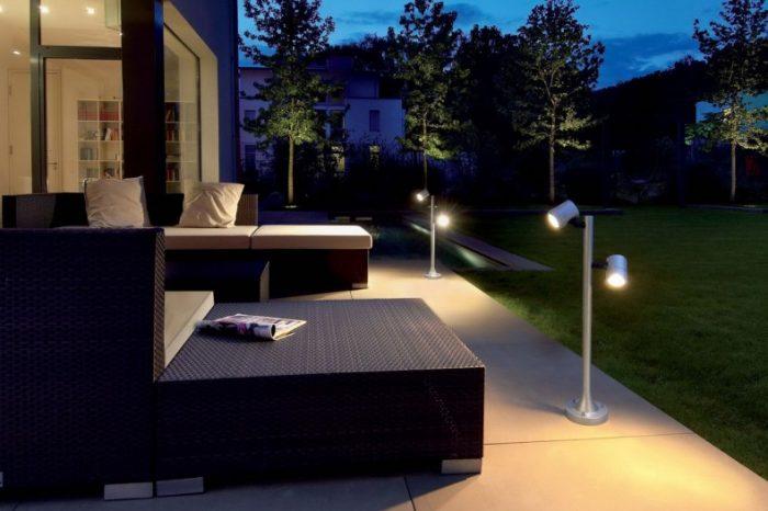 modern-outdoor-lighting-design-with-elegant-garden-modern-contemporary-design-garden-lights-790x554